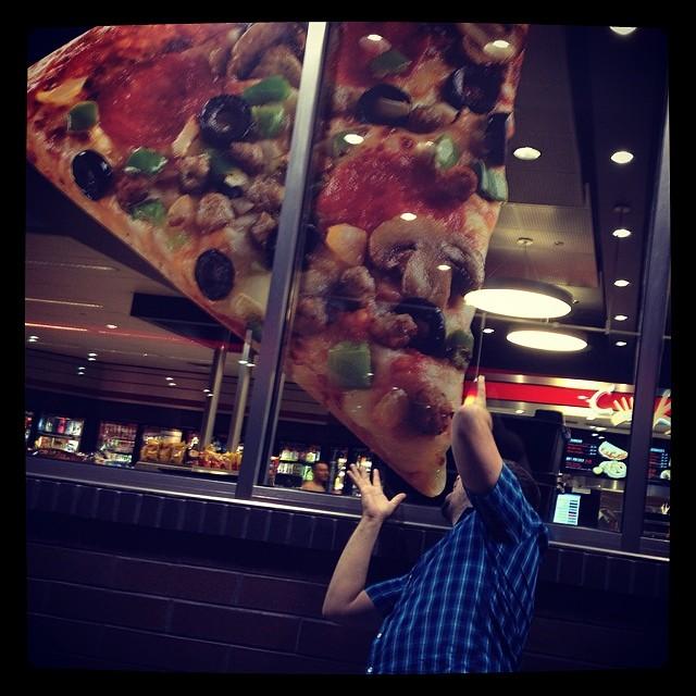 Nom nom nom! #Pizza