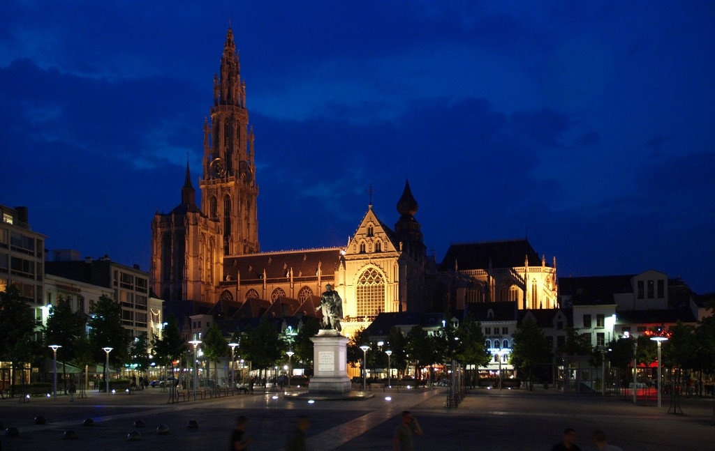 Antwerp-at-night-1024x647